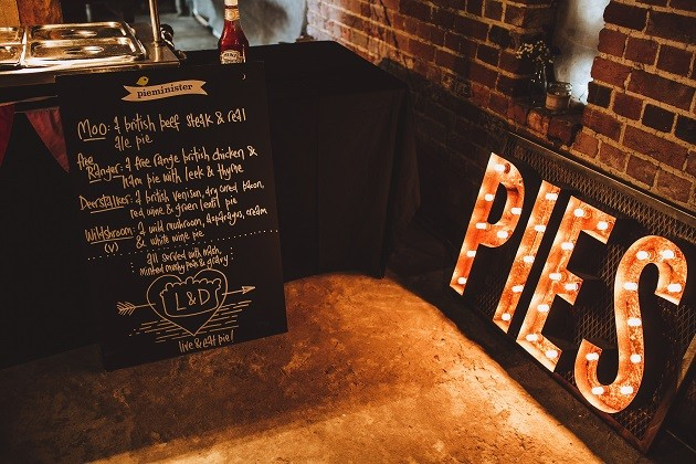 pies-sign-2