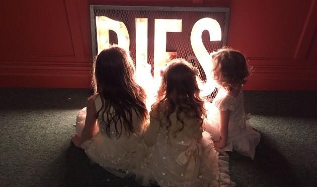 pies-sign-children